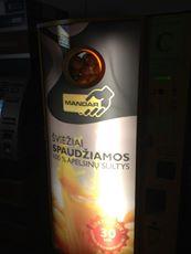 リトアニア フレッシュジュース自動販売機